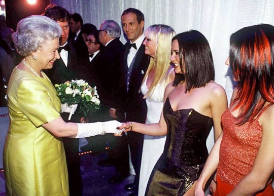 QUEEN ELIZABETH ii, VASILISSA ELISAVET, GREAT BRITAN, QUEEN and the others, celebrities, ΒΑΣΙΛΙΣΣΑ ΕΛΙΣΑΒΕΤ, nikosonline.gr,