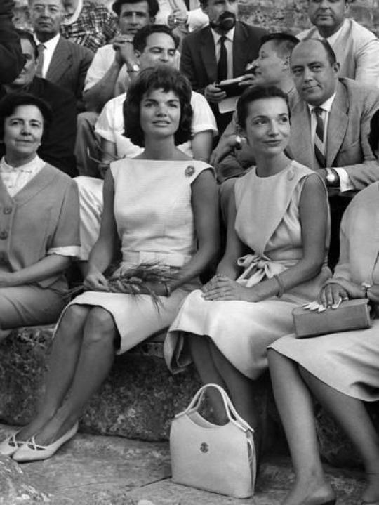 Jackie Kennedy, Lee Radziwill, adelfes, The Fabulous Bouvier Sisters, nikosonline.gr
