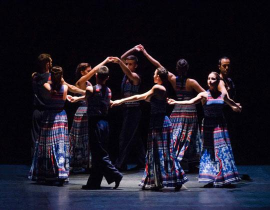 Vangelis, γκάιντες, νταούλια, Επίδαυρος, χορός, παράσταση, Μαίρη Κατράντζου, Βαγγέλης Παπαθανασίου, Russell Maliphant, The Thread, nikosonline.gr