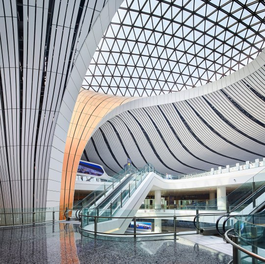 Zaha Hadid Architects, Beijing, International Airport, ΚΙΝΑ ΑΕΡΟΔΡΟΜΙΟ, ΖΑΧΑ ΧΑΝΤΙΝΤ, ΑΡΧΙΤΕΚΤΟΝΙΚΗ, ΠΕΚΙΝΟ, nikosonline.gr