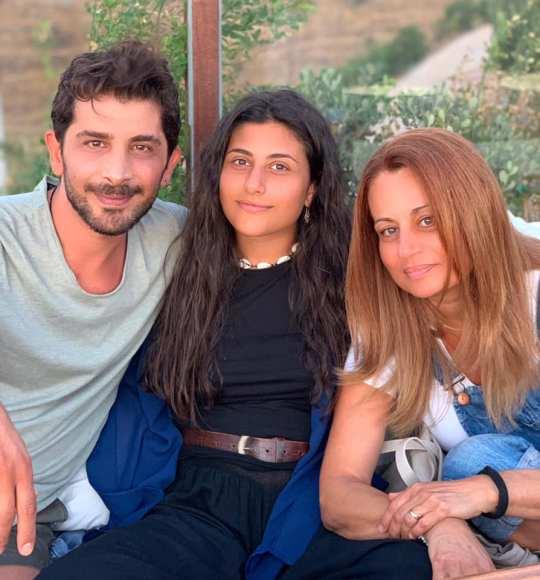 xristos spanos, Ένας άντρας φαινόμενο, ΧΡΗΣΤΟΣ ΣΠΑΝΟΣ, Μελίνα Παιονίδου, γάμος, Christos Spanos, ithopoios, ηθοποιός, nikosonline.gr
