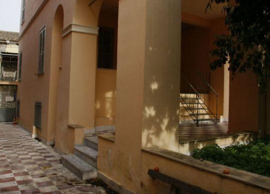 """Το """"σπίτι"""" του Ελύτη στην Πλάκα, Odysseas Elytis, Οδυσσέας Ελύτης, αρχείο, νεοκλασσικό, Ιουλίτα Ηλιοπούλου, plaka, nikosonline.gr"""