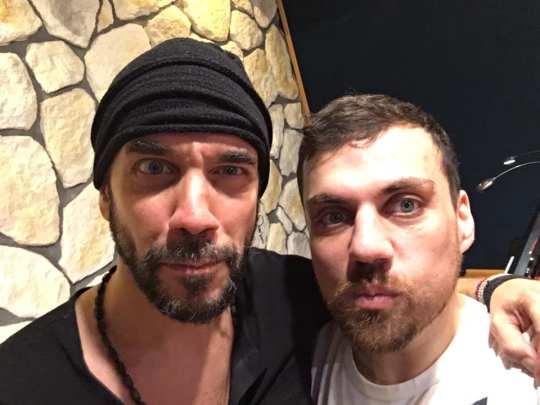 Πάνος Μουζουράκης, «Μπερδεμένος», Panos Mouzourakis, Καραμουρατίδης, Ευαγγελάτος, nikosonline.gr
