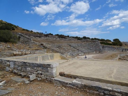 Το Αρχαίο θέατρο Θορικού καταρρέει, Λαύριο, Λαυρεωτική, theatro, Thoriko, Lavrio, nikosonline.gr