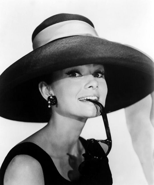 Χρονολόγιο, Audrey Hepburn, Όντρεϊ Χέπμπορν, ΤΟ BLOG ΤΟΥ ΝΙΚΟΥ ΜΟΥΡΑΤΙΔΗ, nikosonline.gr