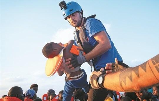Ο Ιάσωνας Αποστολόπουλος σας έχει χεσμένους, Διασώστης, Γιατροί χωρίς σύνορα, Μεσόγειοσ, πρόσφυγες, Iasonas Apostolopoulos, prosfyges, nikosonline.gr