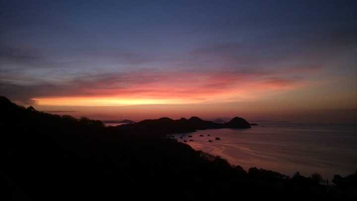 sunset di labuan bajo