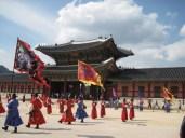 Wachablösung vor dem Heungryemun, dem Tor in den Palast