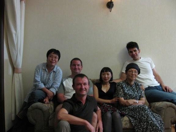 Daeseon, Carsten, Heinz, Kyunghwa, Kyunghwas Mutter, Nikos