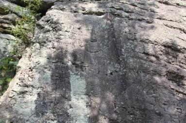 Unjusa: Buddha aus dem Fels gemeißelt...
