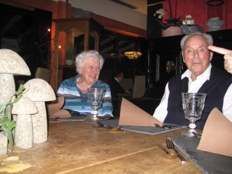 Oma Elli und Kurt, der Star des Abends