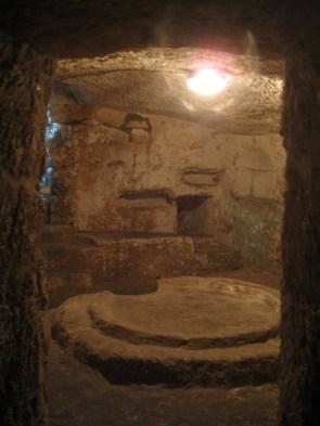 St. Paul's Catacombs: Agape-Tisch