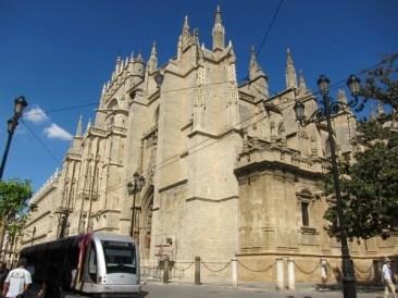 alt und neu, Kathedrale und Tram