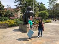 Heinz und Anyela auf Motivsuche auf der Plaza Botero