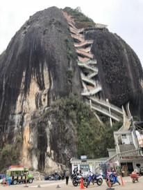 Piedra de Peñol mit seinen 659 oder so Stufen