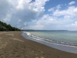 am Strand entlang nach Termales