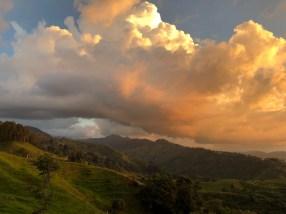 Wolkenspiele zum Sonnenuntergang