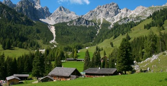 Sommerferie i Østrig byder på storslåede naturoplevelser.
