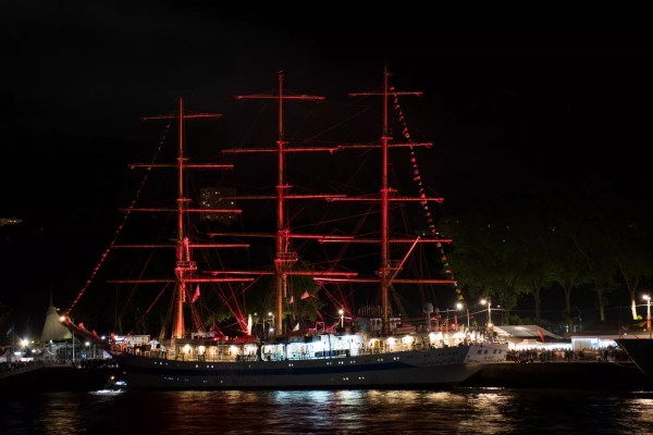 Le Mir, trois-mâts carré Russe à Rouen pour l'Armada 2019