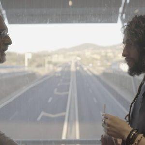 Felice Farina e Nicholas di Valerio in viaggio sull'autogrill nel film documentario Conversazioni Atomiche