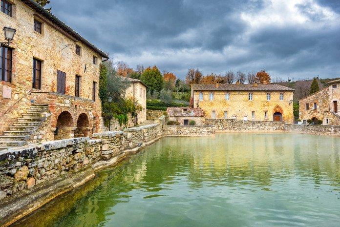 sur-de-la-toscana-bagno_vignoni_siena