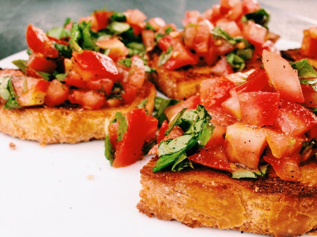 Bruschetta met tomaat & basilicum