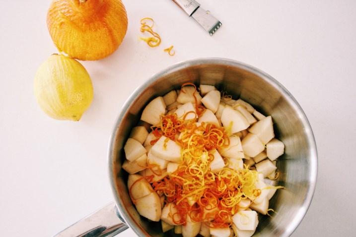 Speltpannenkoeken met gepocheerd fruit