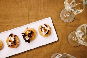 Hartige taartjes met zongedroogde tomaat en geitenkaas