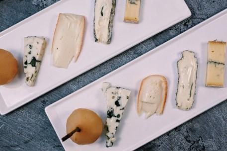 Peren in muskaatwijn met kaas