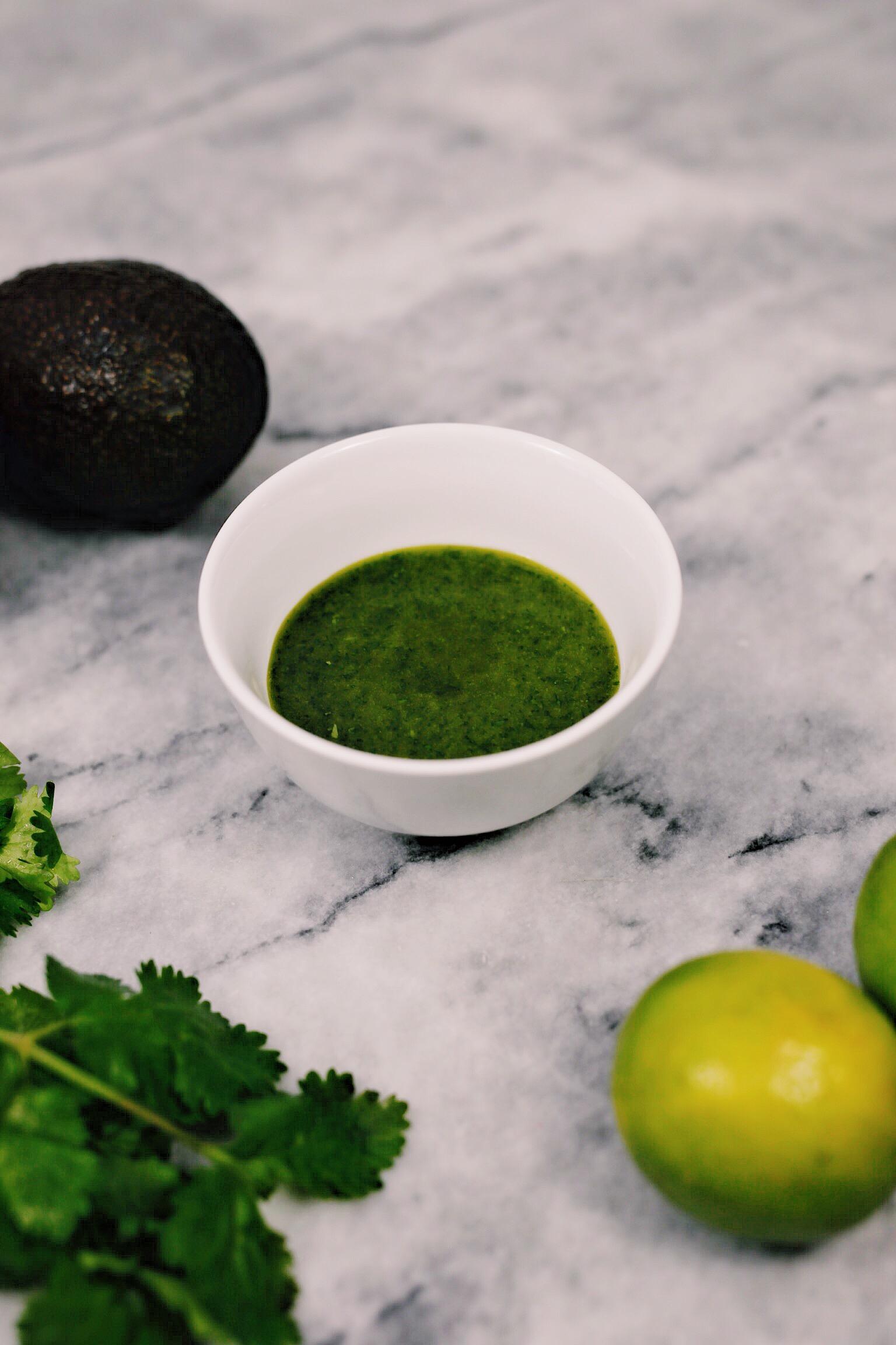 Gebakken coquilles met zalmkaviaar en avocado