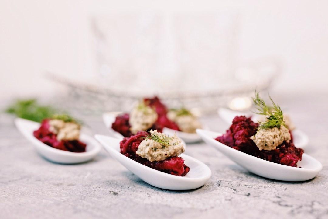 In biet gemarineerde wilde zalm met auberginemousse
