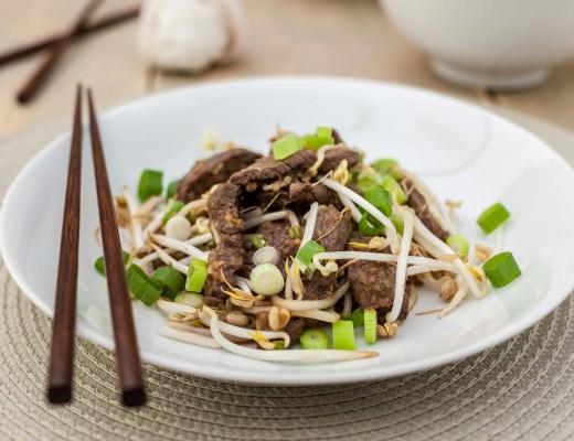 Rundvlees met taugé en bosuitjes