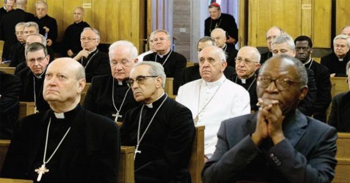 Papa Bergoglio in preghiera