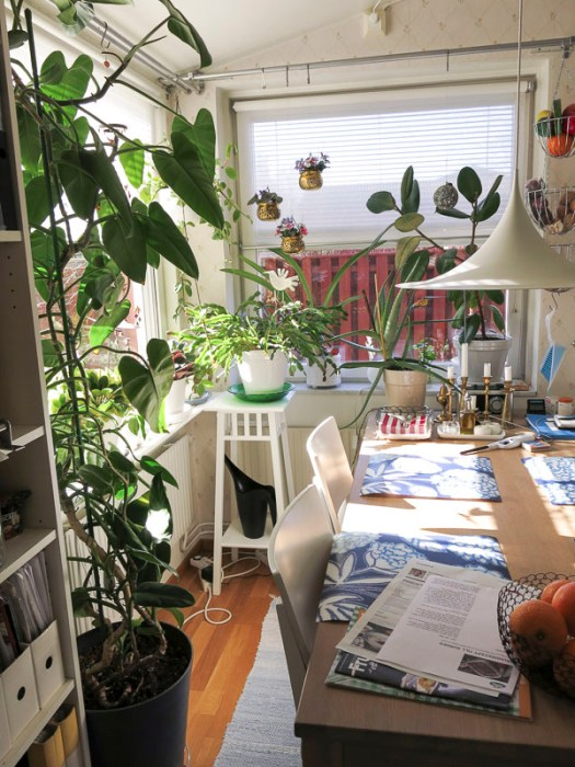 kitchen, kitchentable