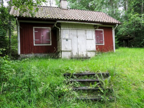 Old cottage along the path