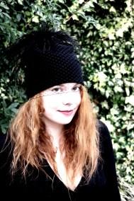 bonnet-noir-plume-ninou-laroze-clermont