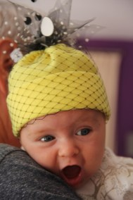 bonnet-bebe-jaune-tulle-voilette