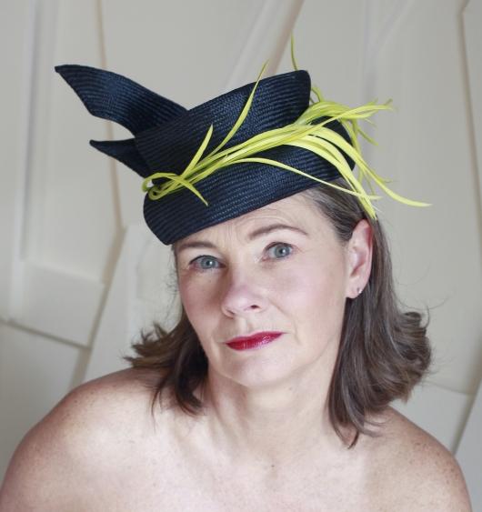 Chapeau MARY bleu nuit et jaune