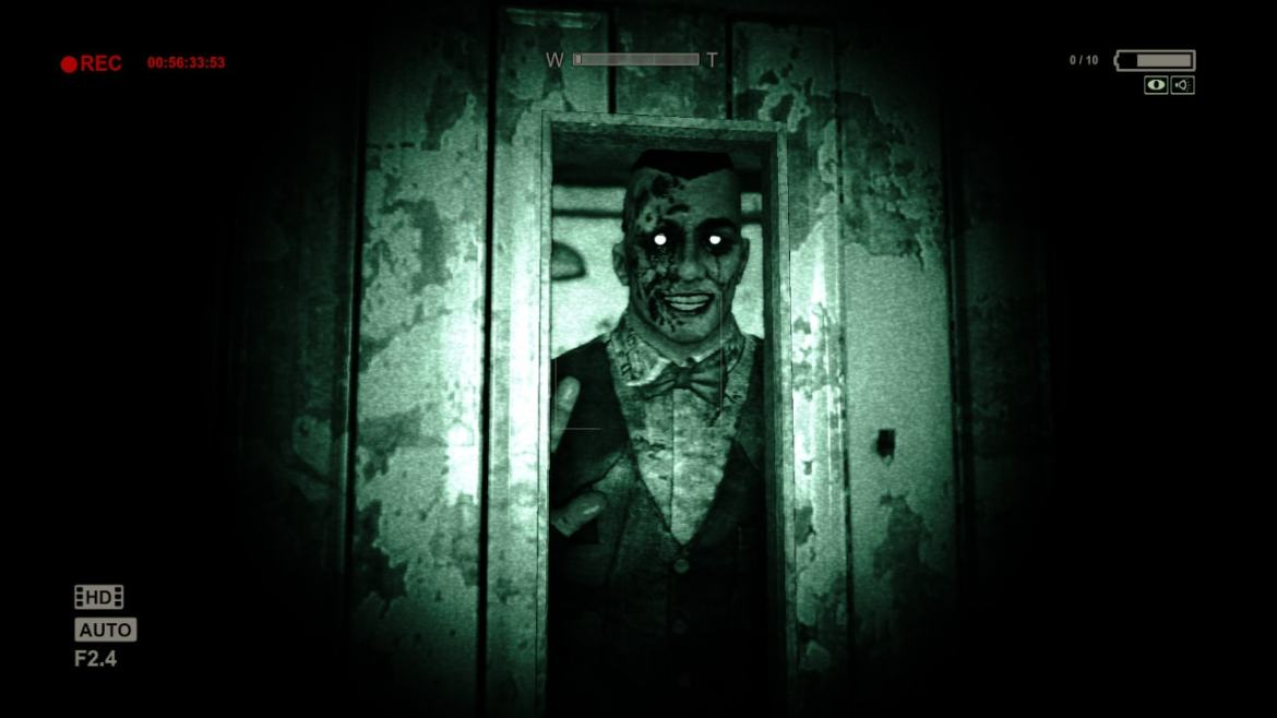 Outlast: Bundle Of Terror Review Screenshot 2