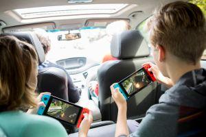 NintendoSwitch_MarioKart8Deluxe_lifestyle_03