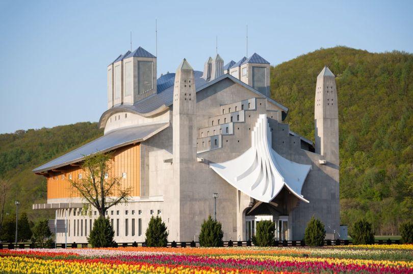 Furusato-kan JRY est destiné à ressembler de l'extérieur à un château européen.