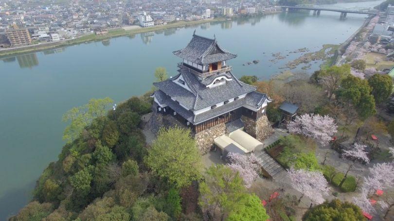 (Avec la permission du Trésor national du château d'Inuyama)