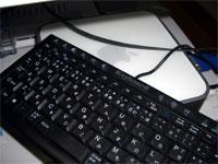 Mac miniに接続したWindows用キーボード