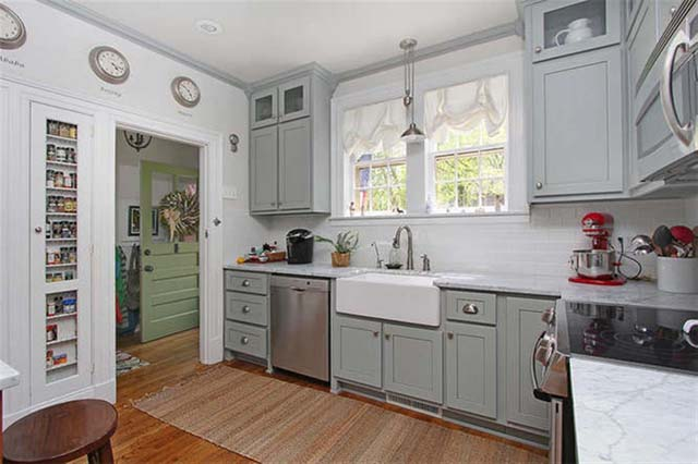 cottage-kitchen-with-grey-cabinets-i_g-ISl2wwraj8240l0000000000-_pYT9
