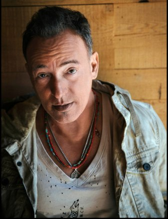 Bruce Springsteen will sing with U2 (minus frontman Bono) in Times Square, tonight.
