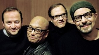 Pat DiNizio, right, and The Smithereens.