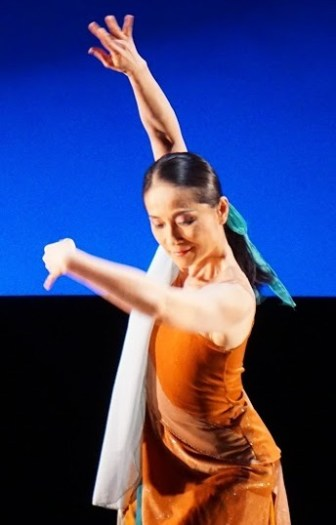 "Nai-Ni Chen dances in ""Mirage."""