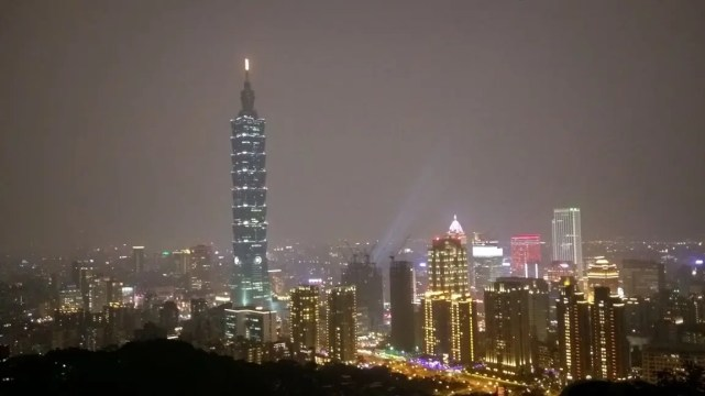 Taiwan blog post Taipei 101 view from Elephant Mountain