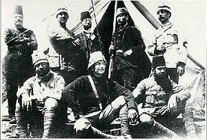 Mustafa Kemal ve arkadaşları Kızılay çadırı önünde
