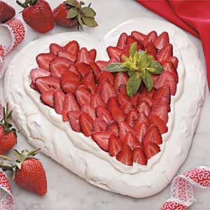 Sevgililer Günü Çilekli Kalp Pavlova Tarifi